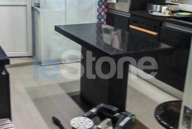 Стол с подстольем из искусственного камня LG Hi-Macs