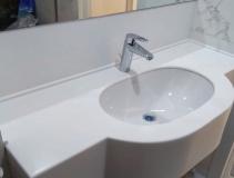 Столешница в ванную комнату с раковиной
