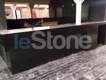 Барная стойка в ночной клуб из черного и белого LG Hi-Macs