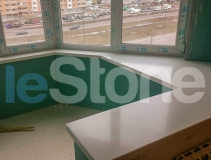 Стол-подоконник из искусственного камня TriStone